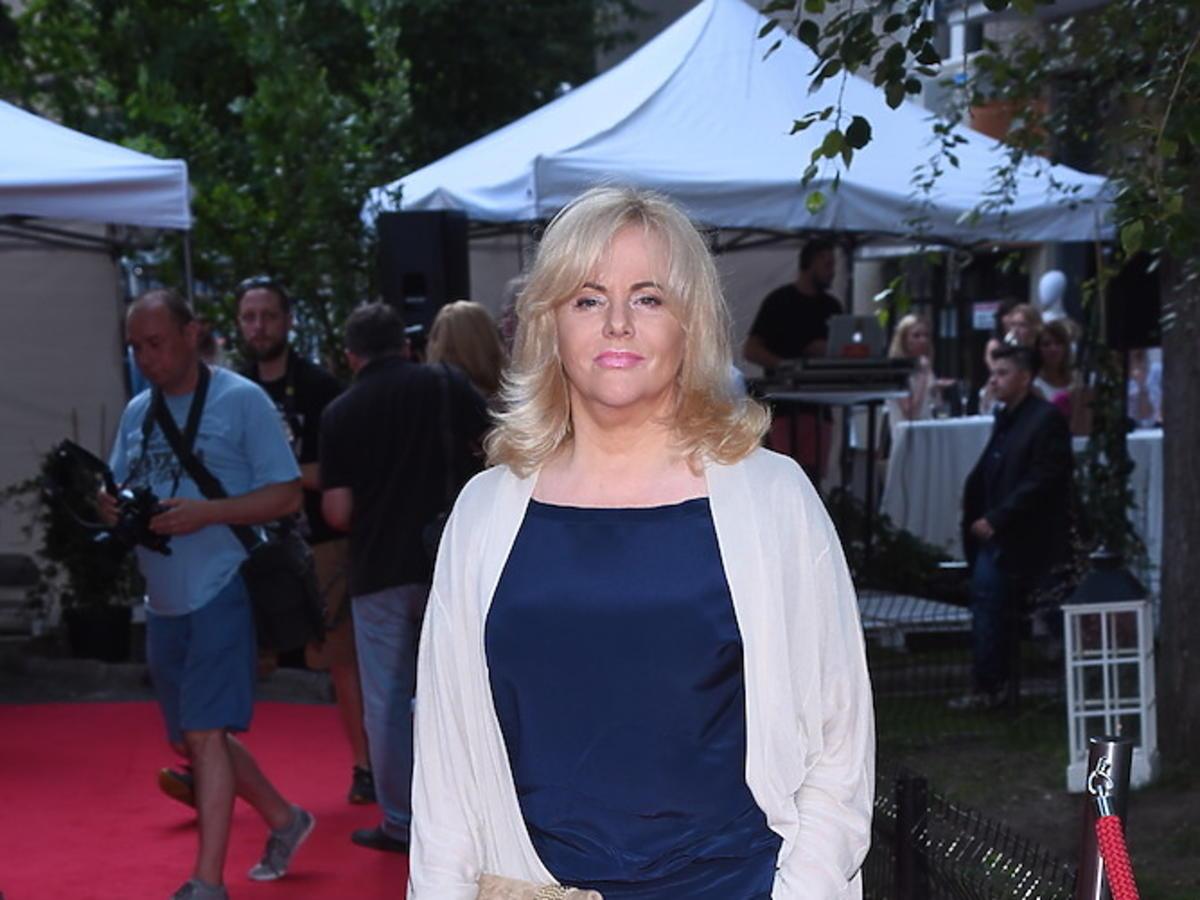 Joanna Kurowska w niebieskim kombinezonie