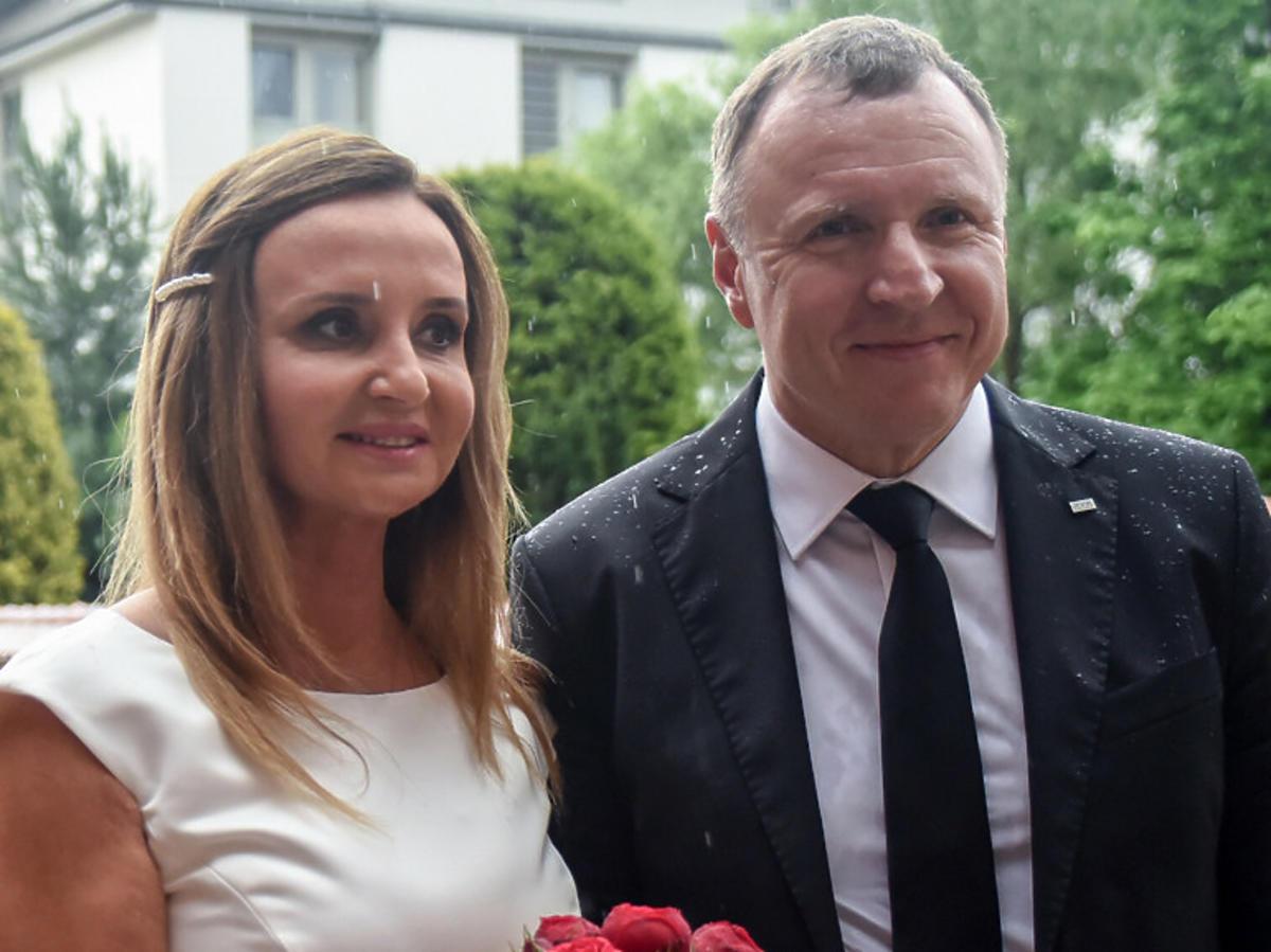 Joanna Kurska w sukni ślubnej, Jacek Kurski w garniturze