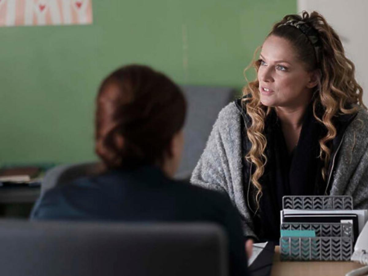 Joanna Liszowska na planie serialu Przyjaciółki