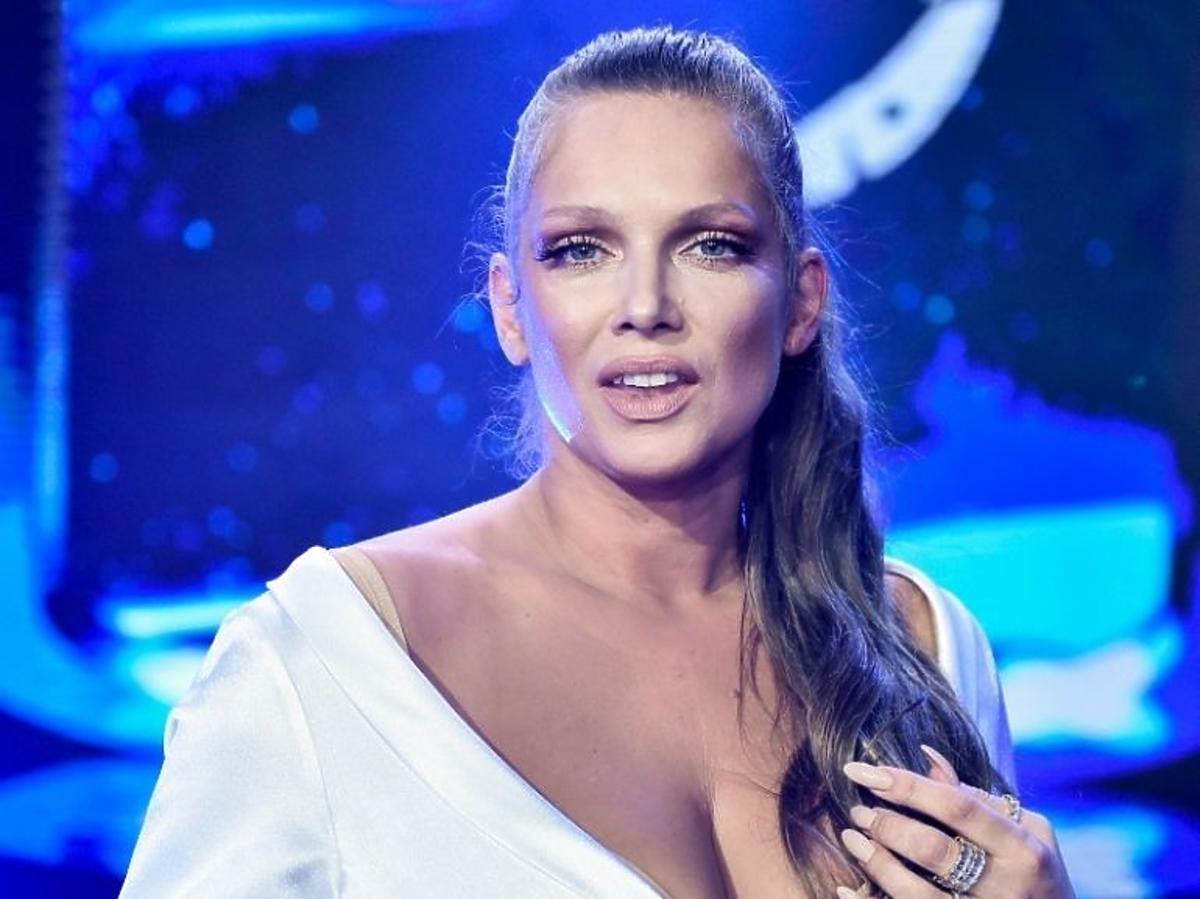Joanna Liszowska z ogromnym dekoltem na wyborach Miss Polski