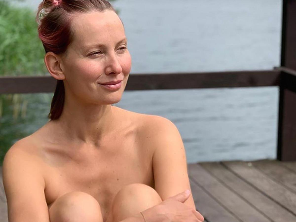 Joanna Moro nago