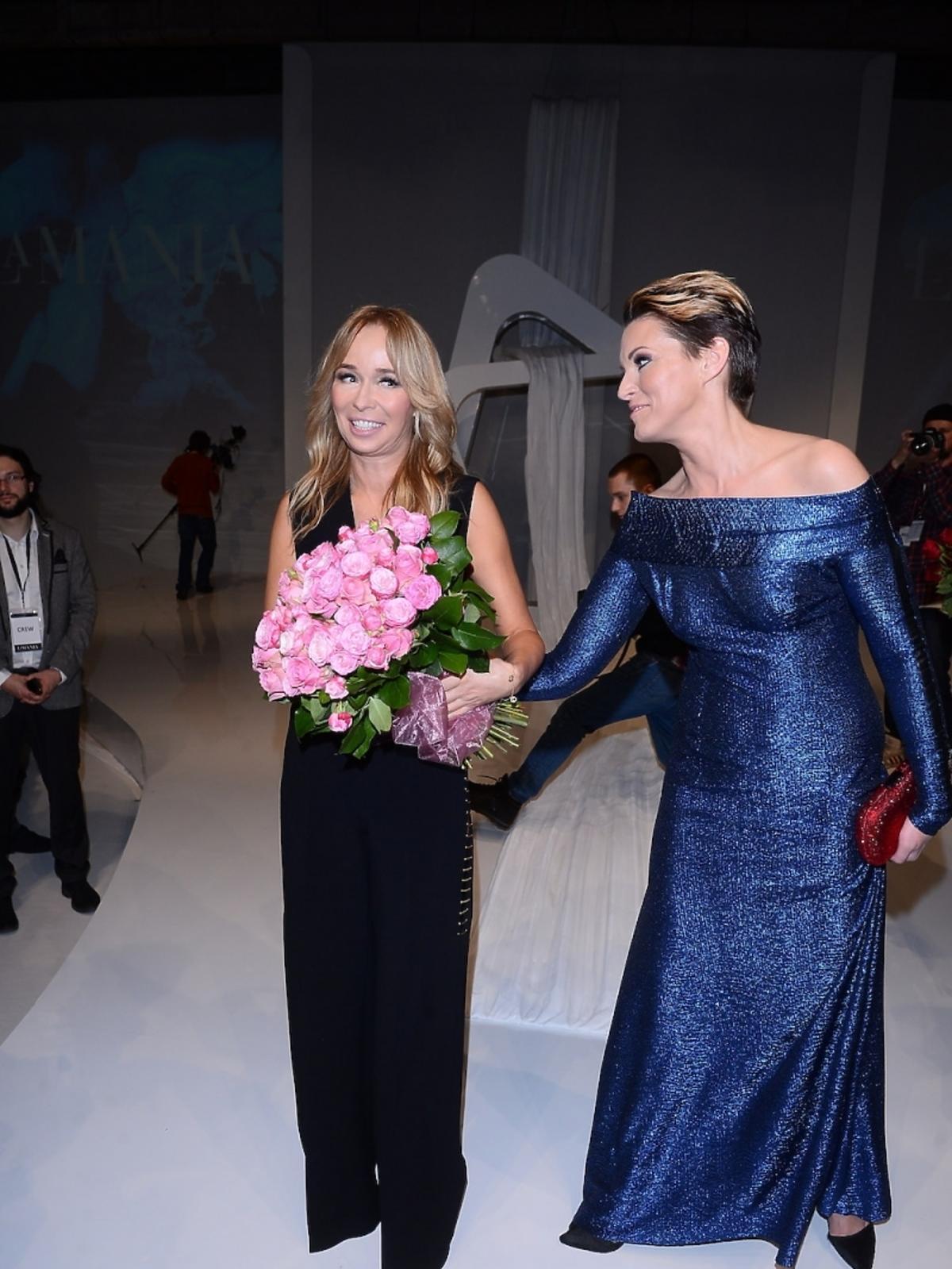 Joanna Przetakiewicz odbiera gratulacje po pokazie La Manii w Soho Factory