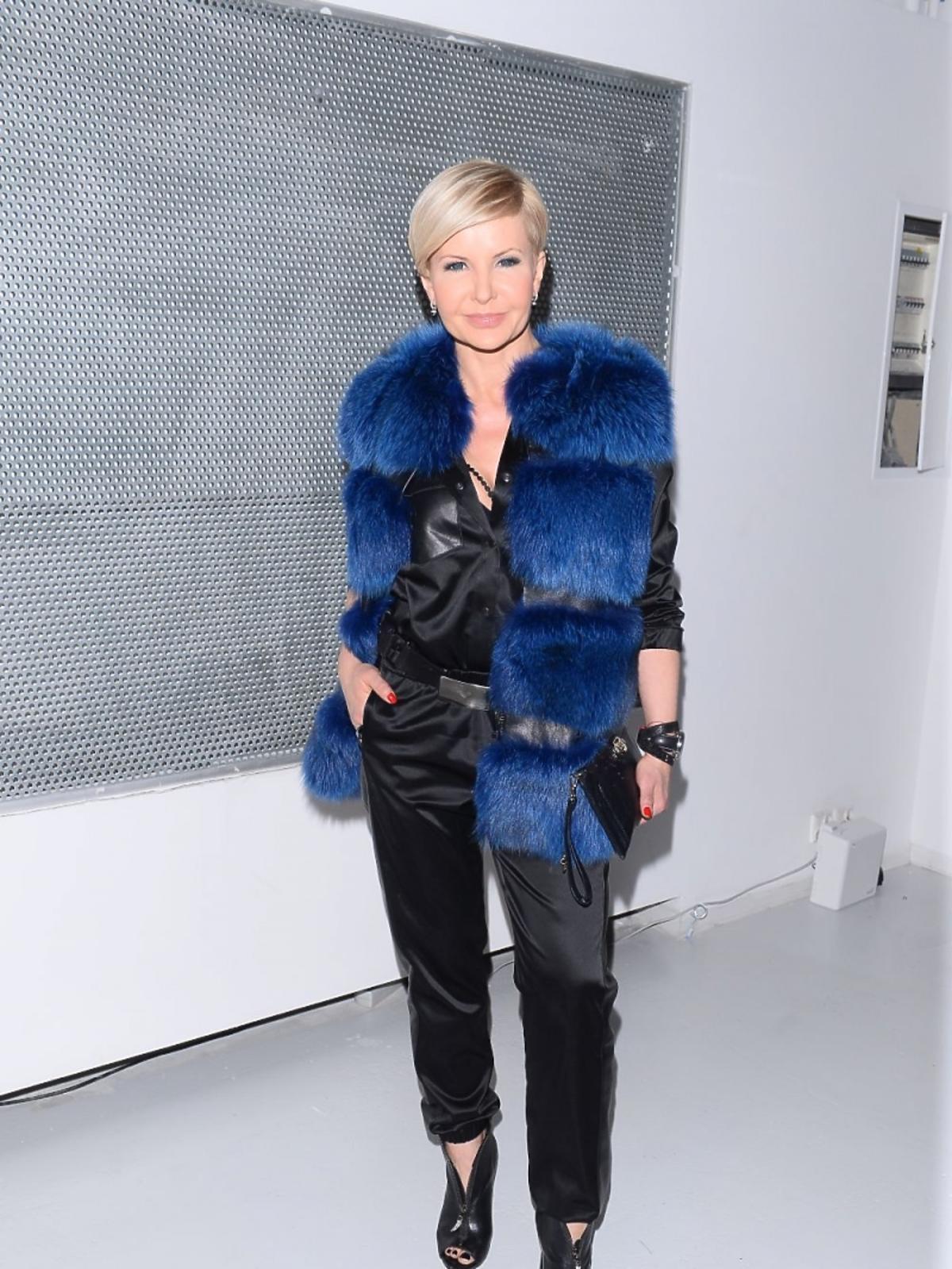 Joanna Racewicz w niebieskim futrze