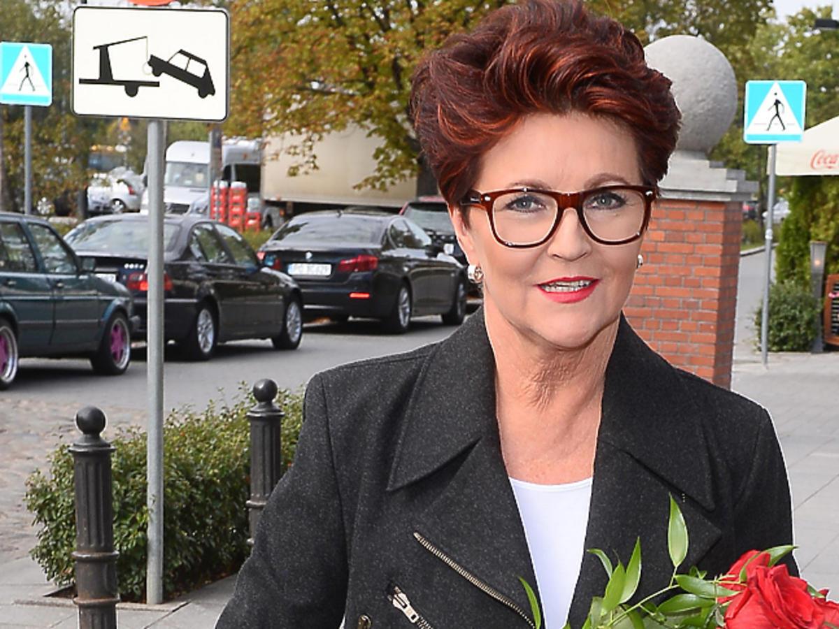 Jolanta Kwaśniewska w rudych włosach