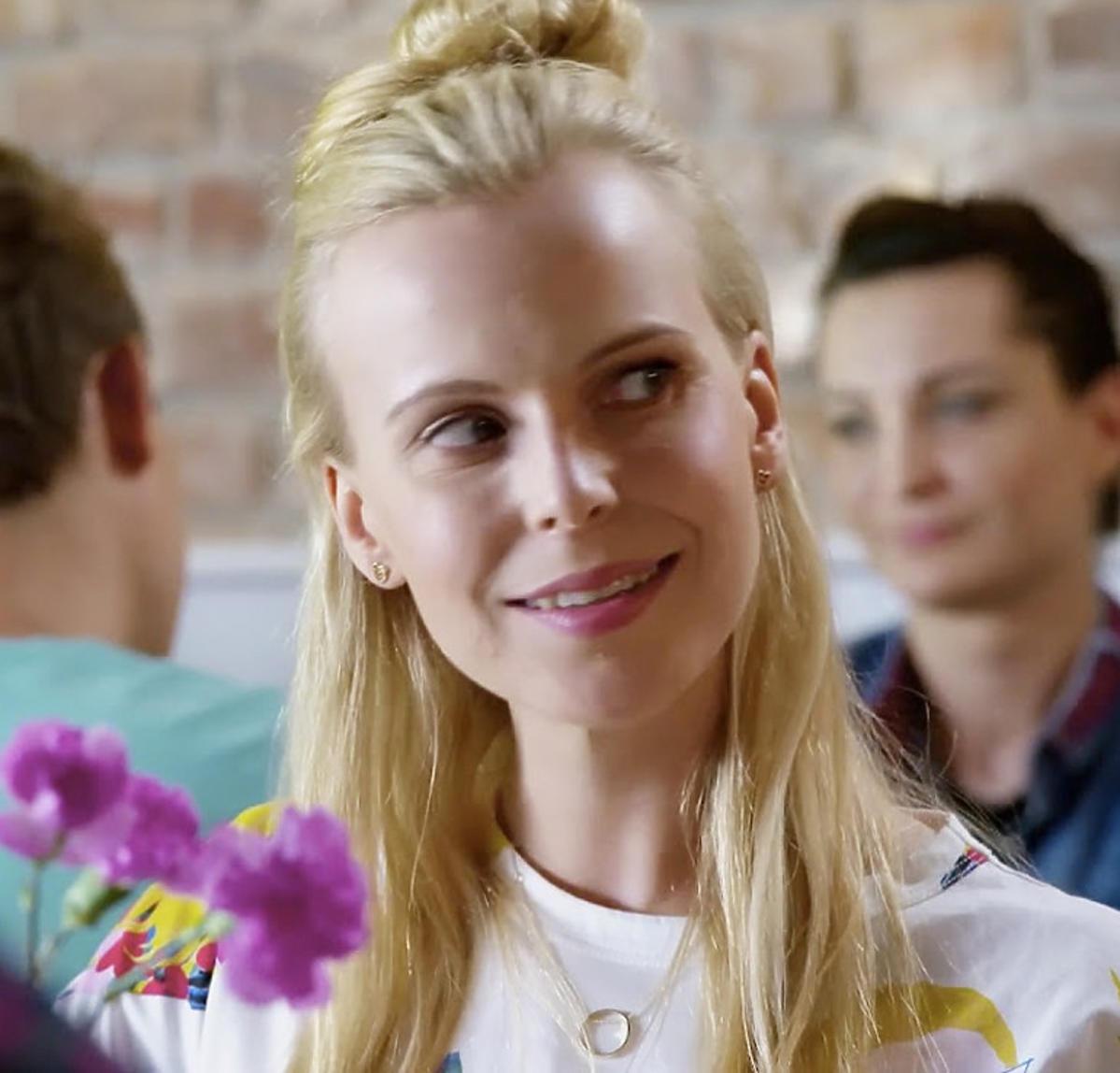 Julia Konarska gra Adelę, córkę Eryka, w Przyjaciółkach.