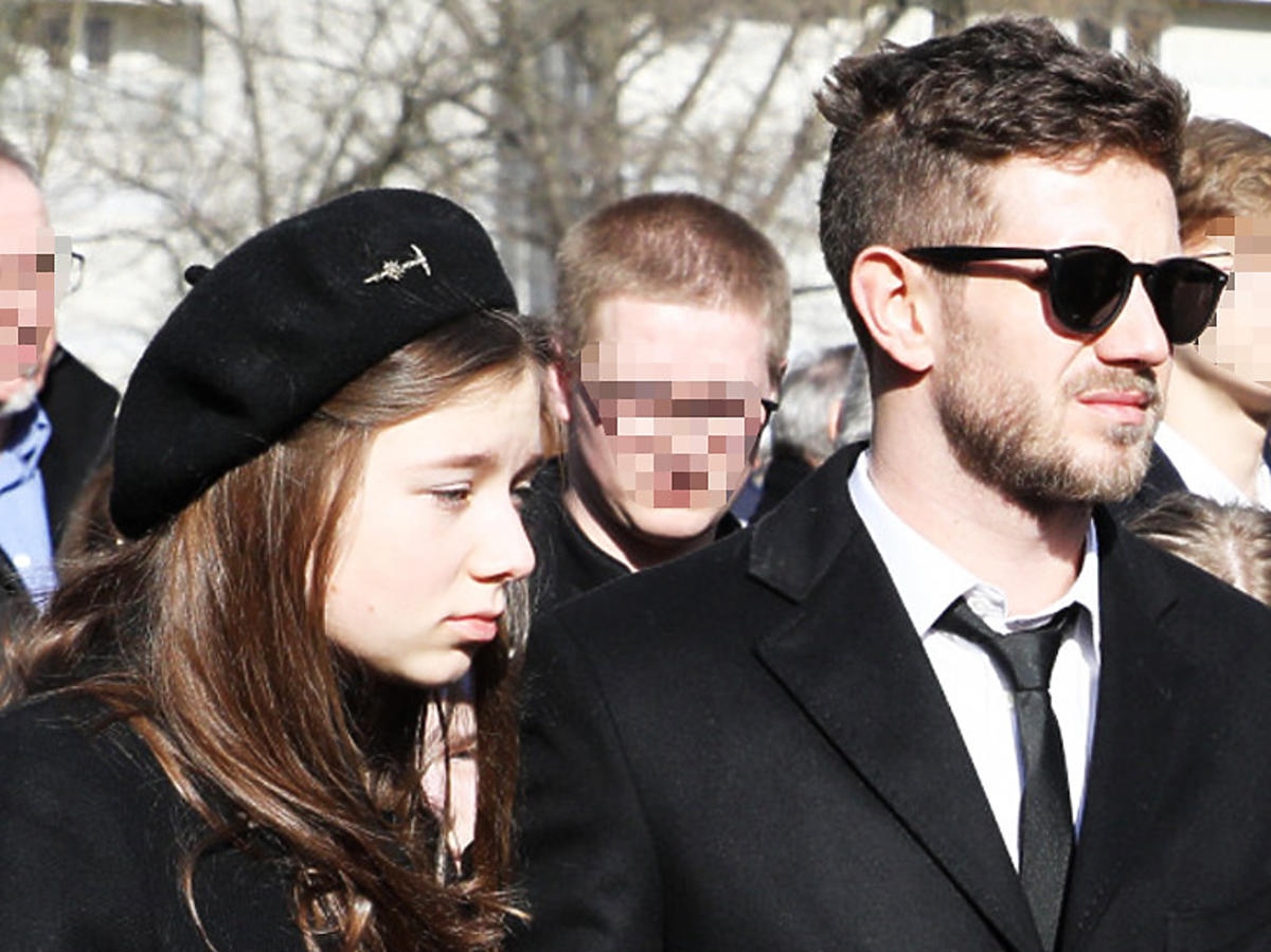 Julia Królikowska i Antek Królikowski na pogrzebie Pawła Królikowskiego