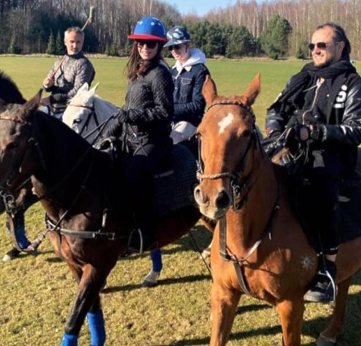 Julia Wieniawa i Baron na przejażdżce konnej