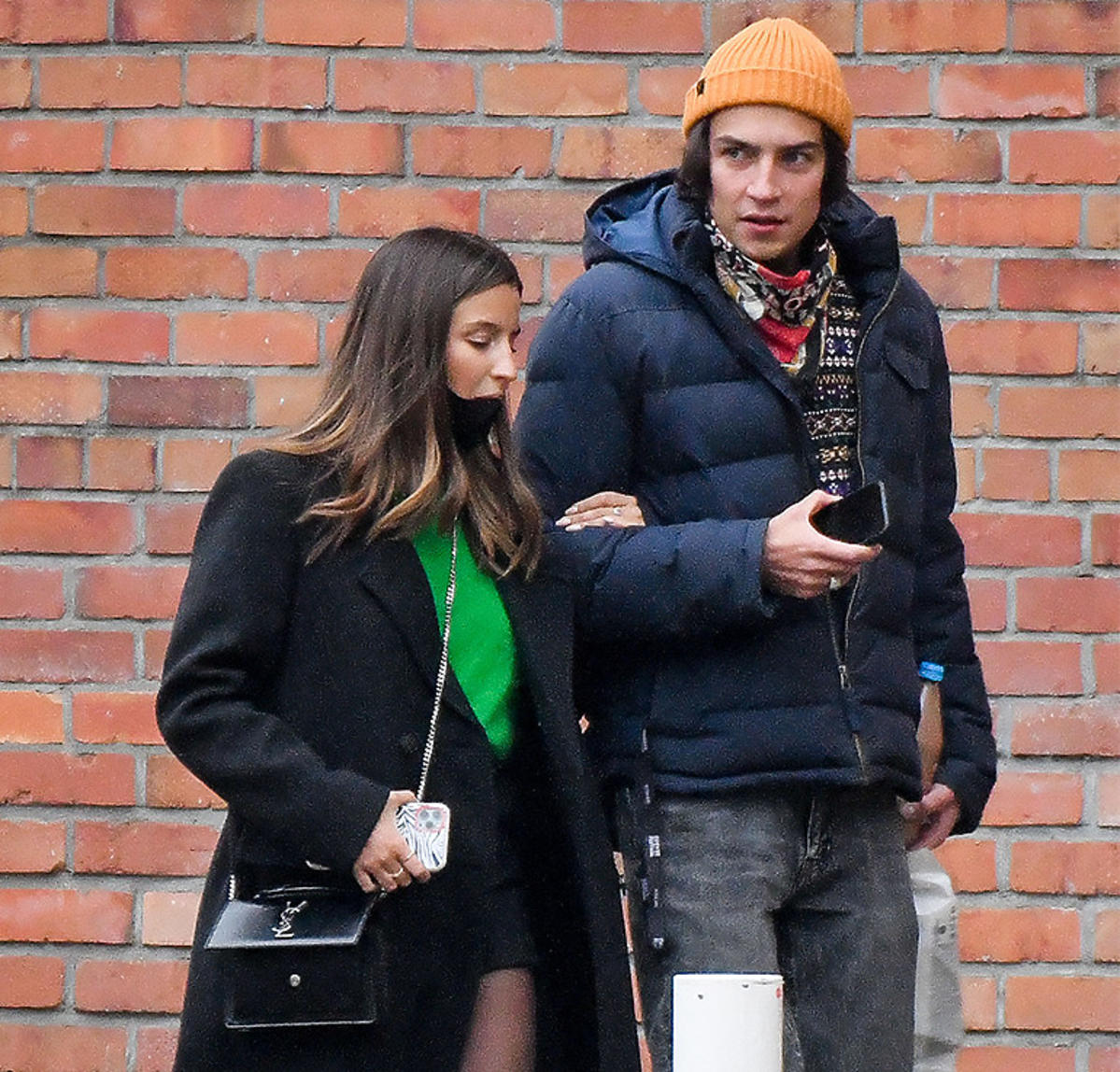Julia Wieniawa i Nikodem Rozbicki kupują choinkę