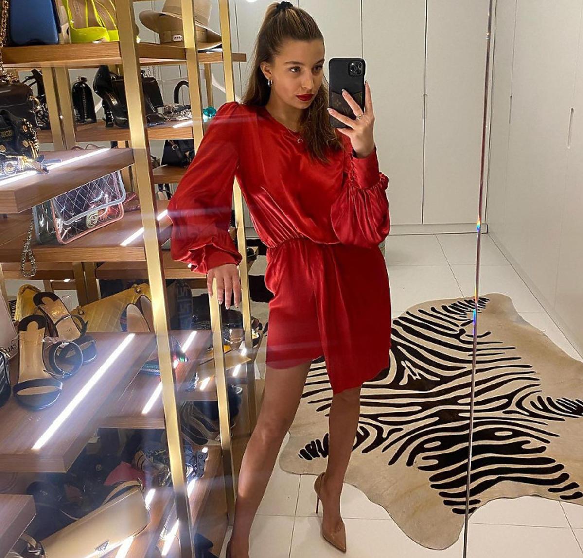 Julia Wieniawa rusza z nową marką? Fani podejrzewają, że będzie sprzedawać największy hit Instagarama