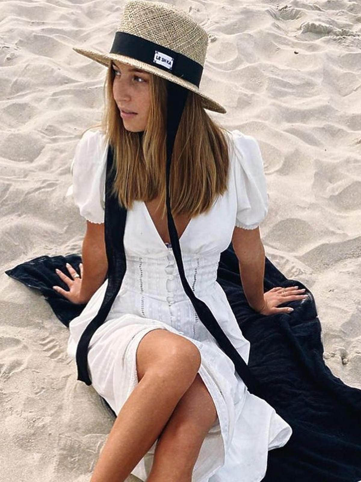 Julia Wieniawa w białej sukience maxi Moondenim