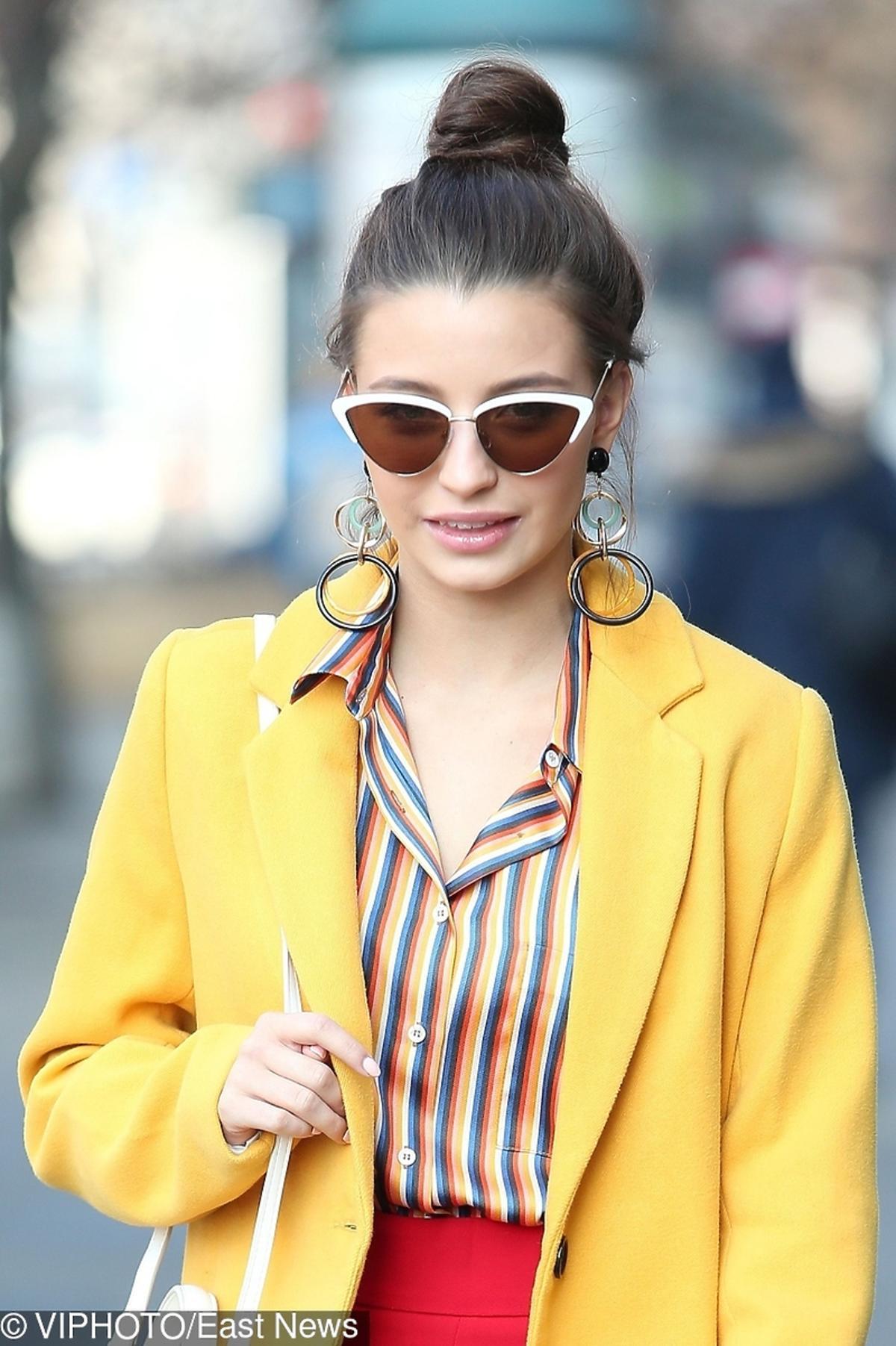 Julia Wieniawa w bluzce w paski