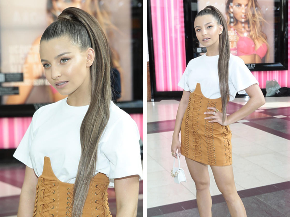 Julia Wieniawa w brązowej spódnicy