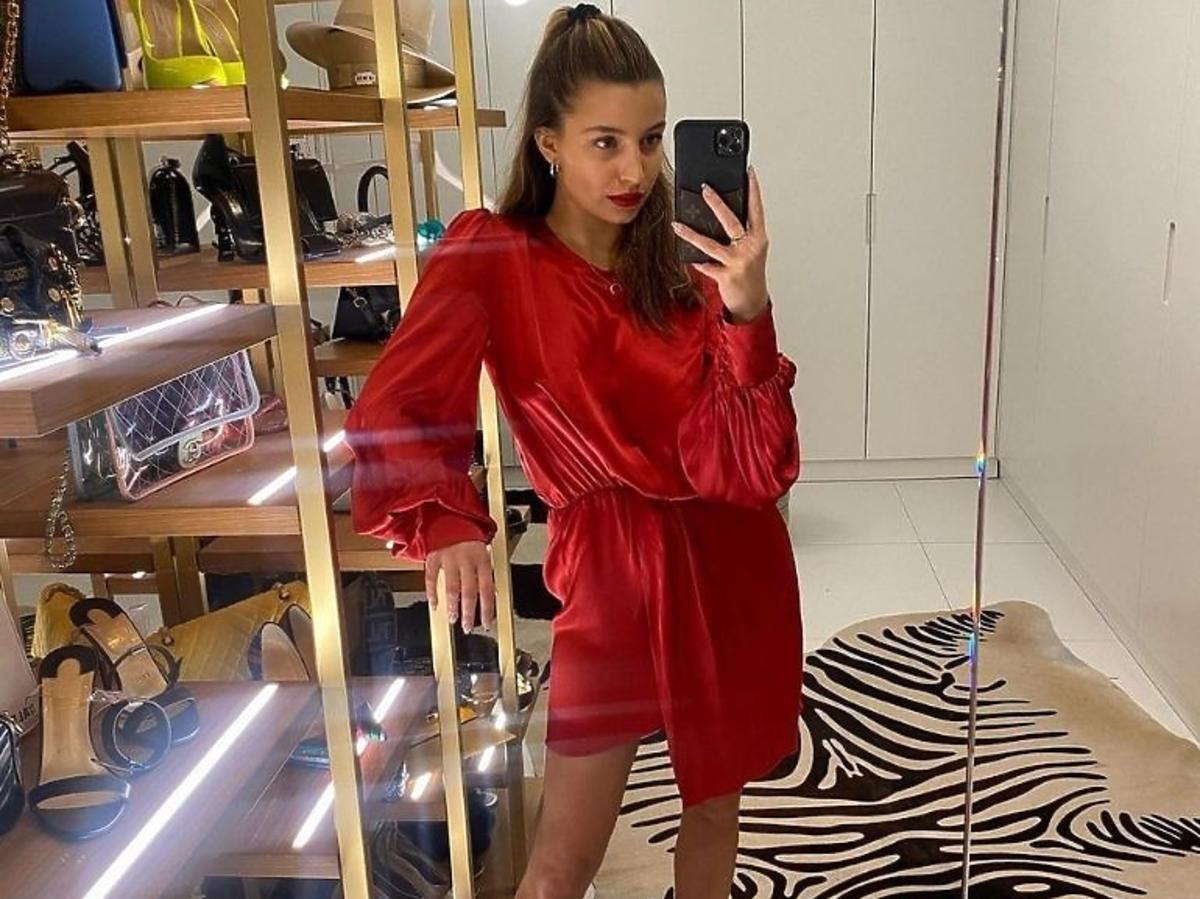 Julia WIeniawa w czerwonej sukience Verla za 890 zł