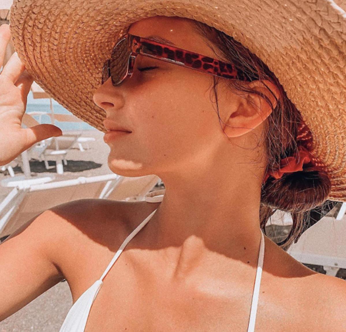Julia Wieniawa w kapeluszu