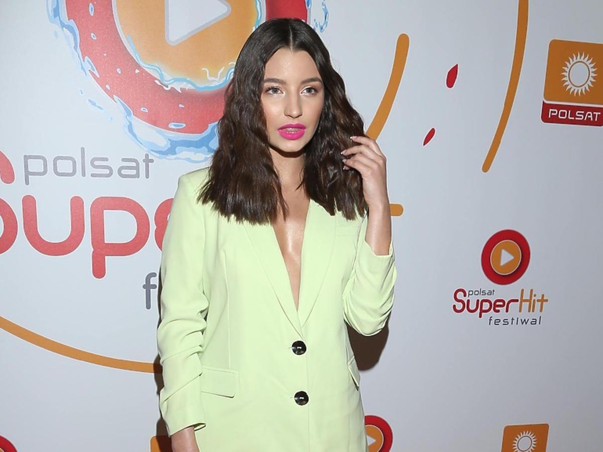 Julia Wieniawa w oversize'owym garniturze