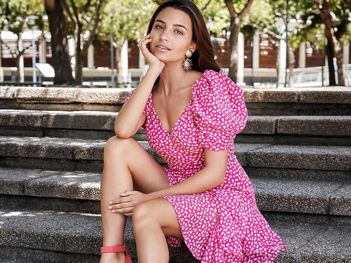 Julia Wieniawa w sukience w kwiaty