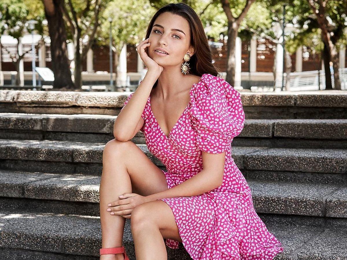 Julia Wieniawa w sukience z falbanką w kwiaty