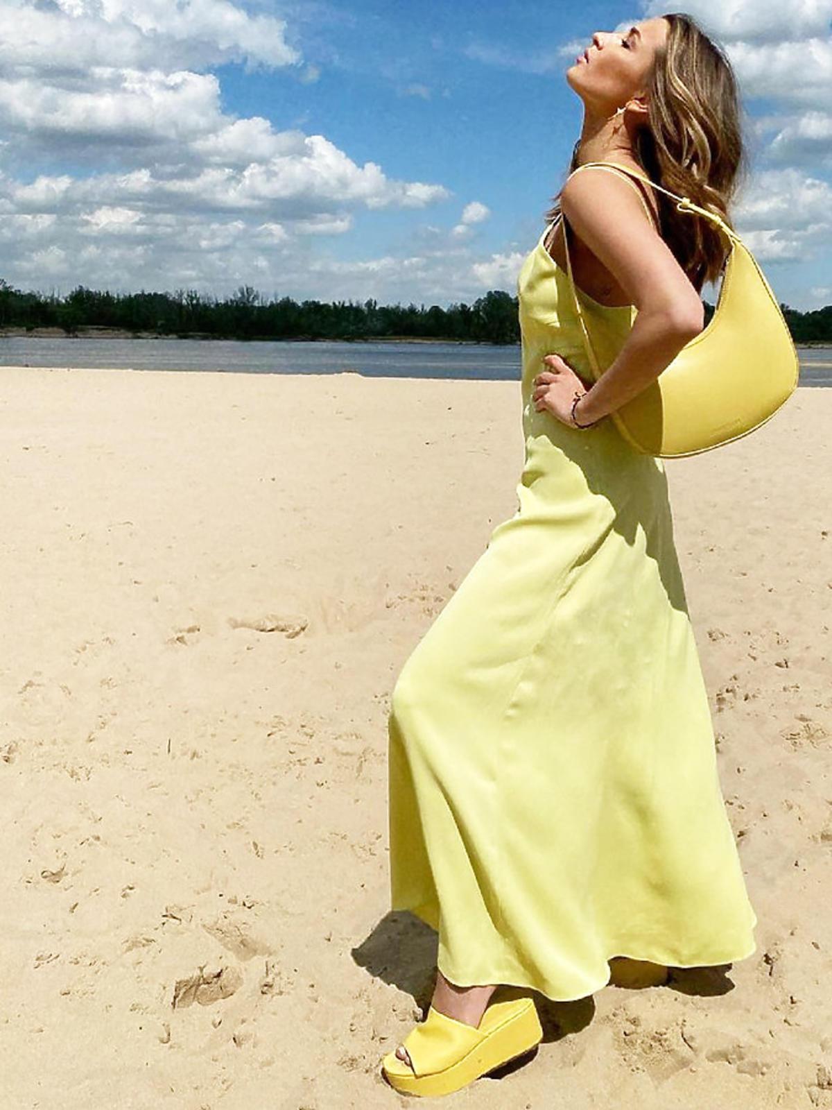 Julia Wieniawa w żółtej letniej sukience