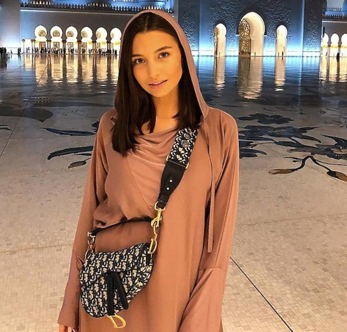 Julia Wieniawa z torebką Diora