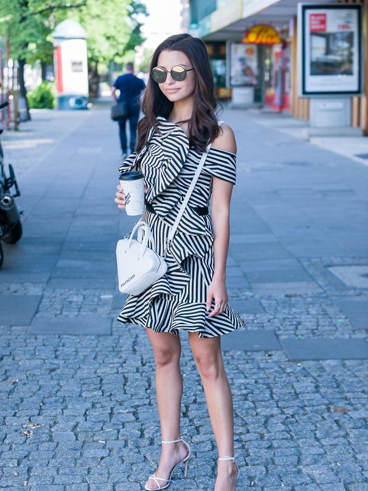 Julia Wieniawa z torebką od Balenciagi