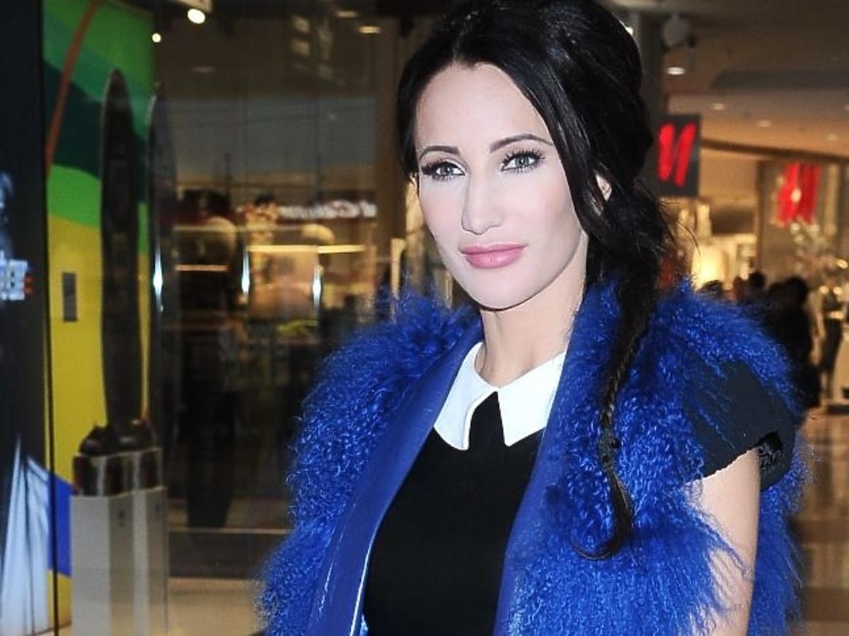 Justyna Steczkowska w niebieskim futrze