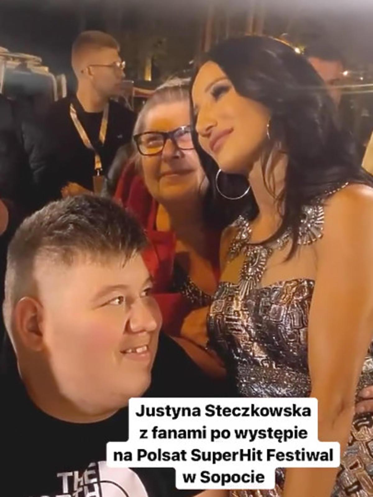 Justyna Steczkowska z fanami