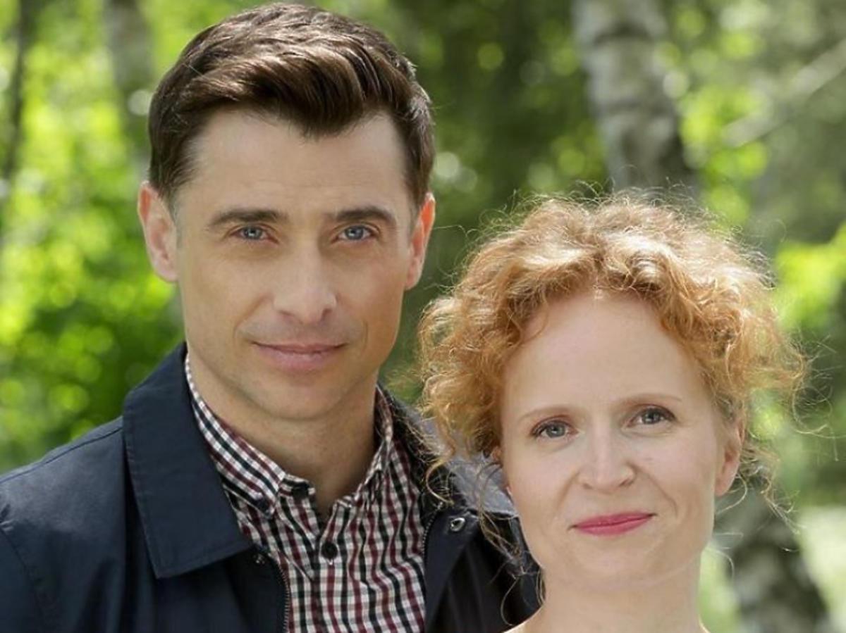 Kacper Kuszewski i Dominika Kluźniak na planie serialu M jak miłość