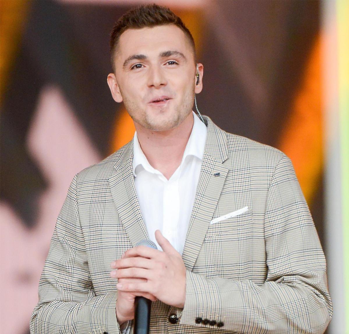 Kamil Bednarek na scenie w Opolu