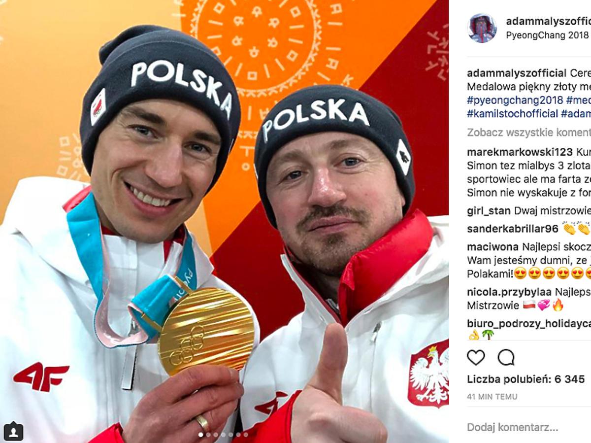 Kamil Stoch, Adam Małysz z medalem