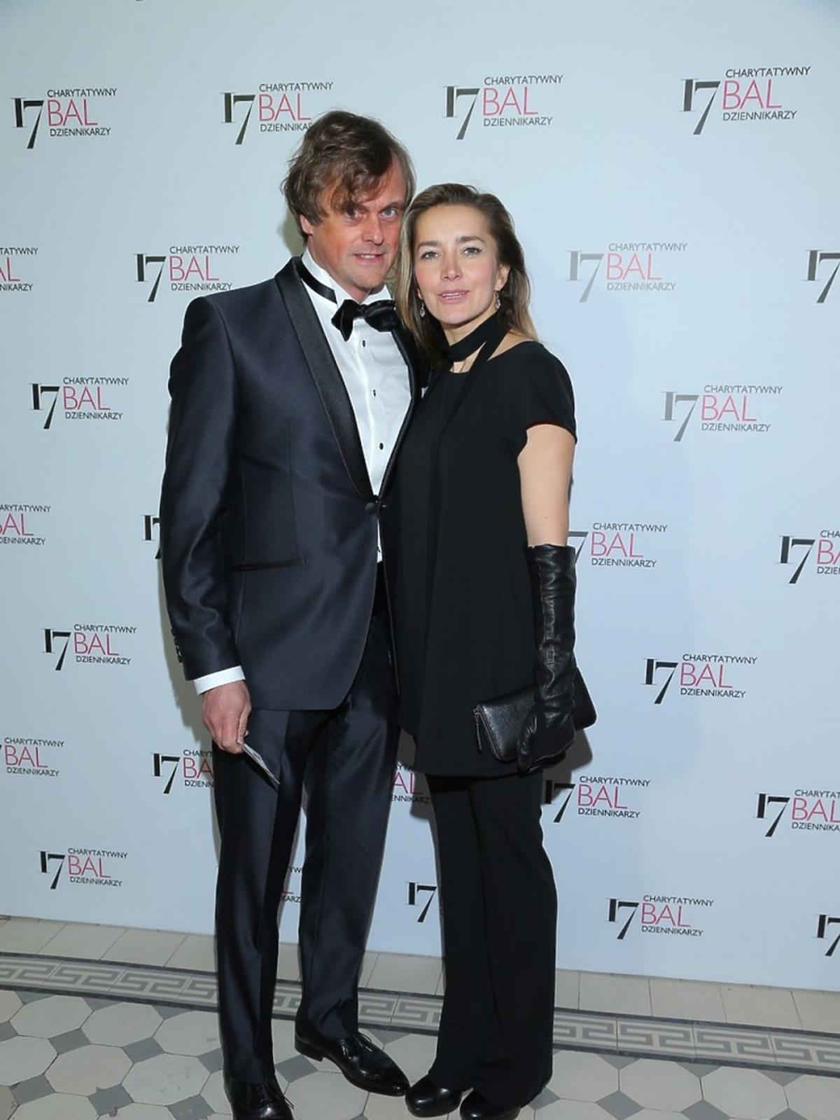 Kamilla Baar w czarnej sukni