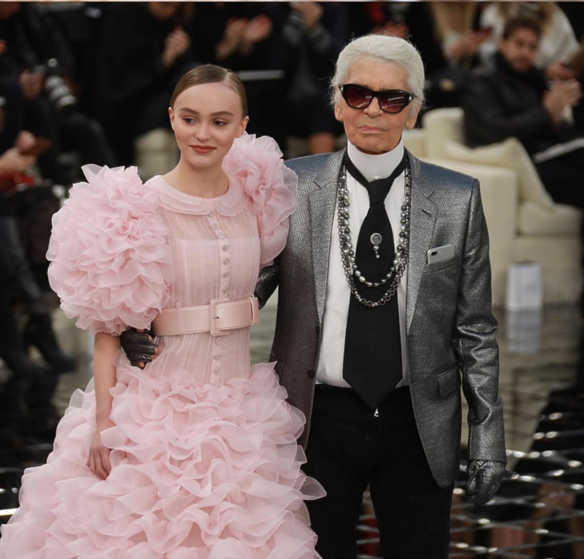 Karl Lagerfeld i Lily-Rose Depp na pokazie Chanel