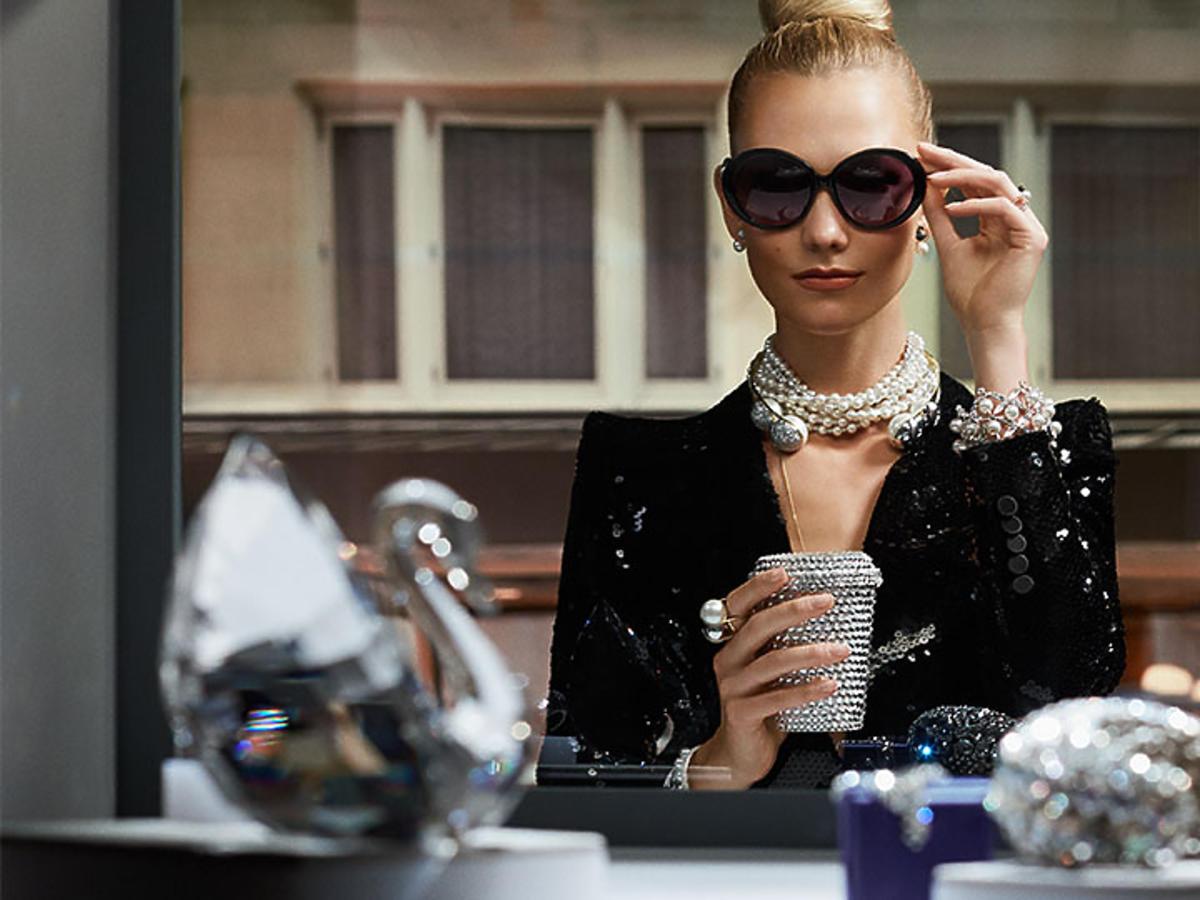 Karlie Kloss jako Audrey Hepburn dla Swarovskiego