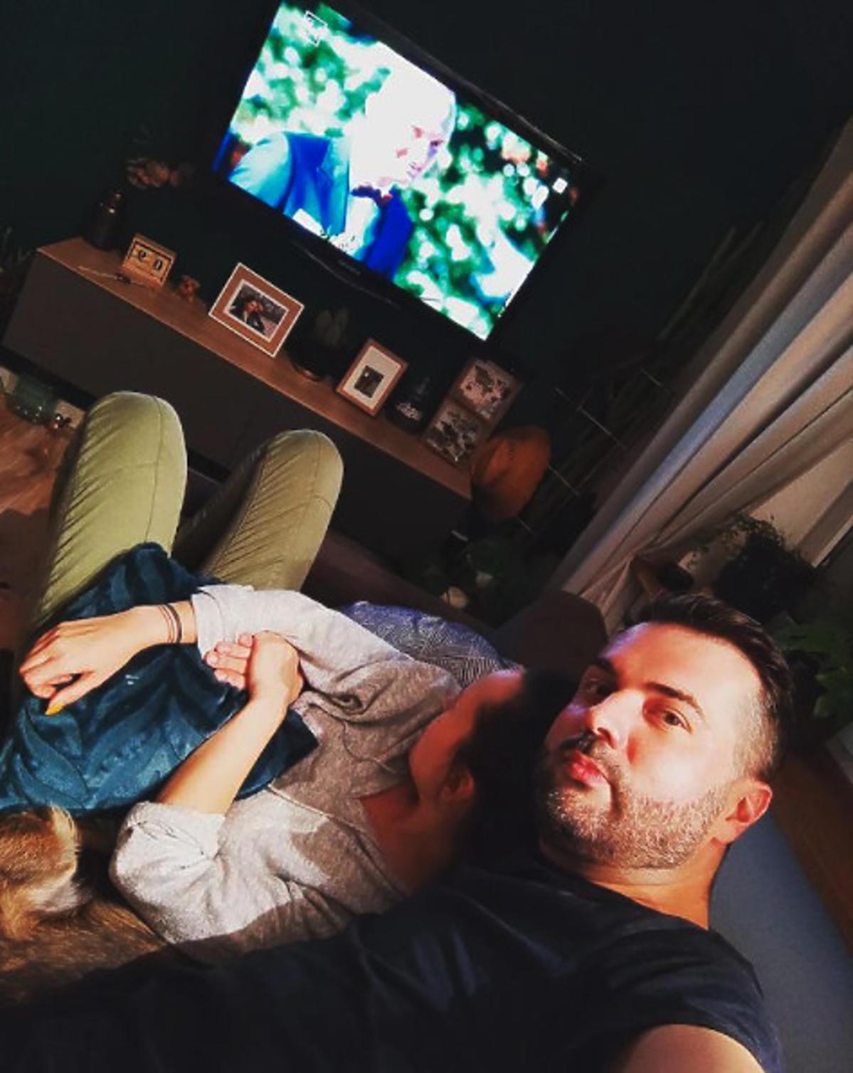 Karol i Laura ze Ślubu od pierwszego wejrzenia oglądają razem telewizję