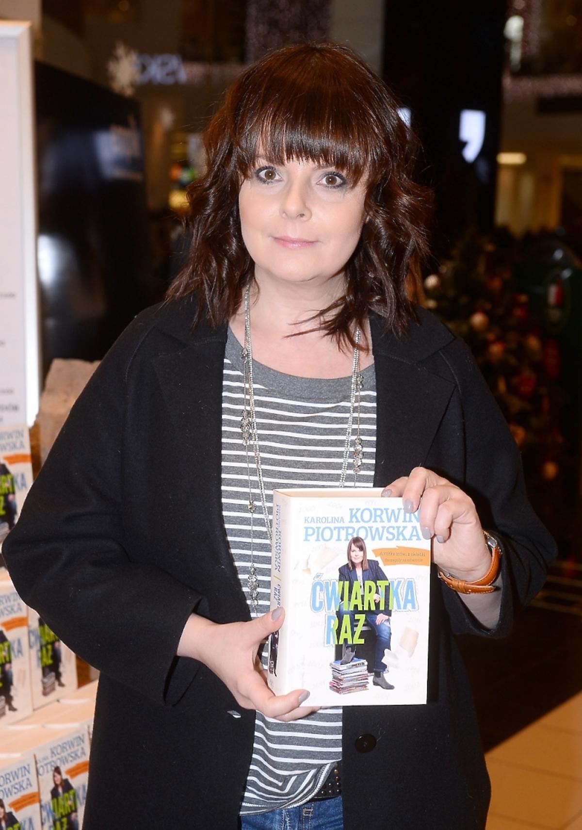 Karolina Korwin Piotrowska promuje książkę w Empiku w Akradii