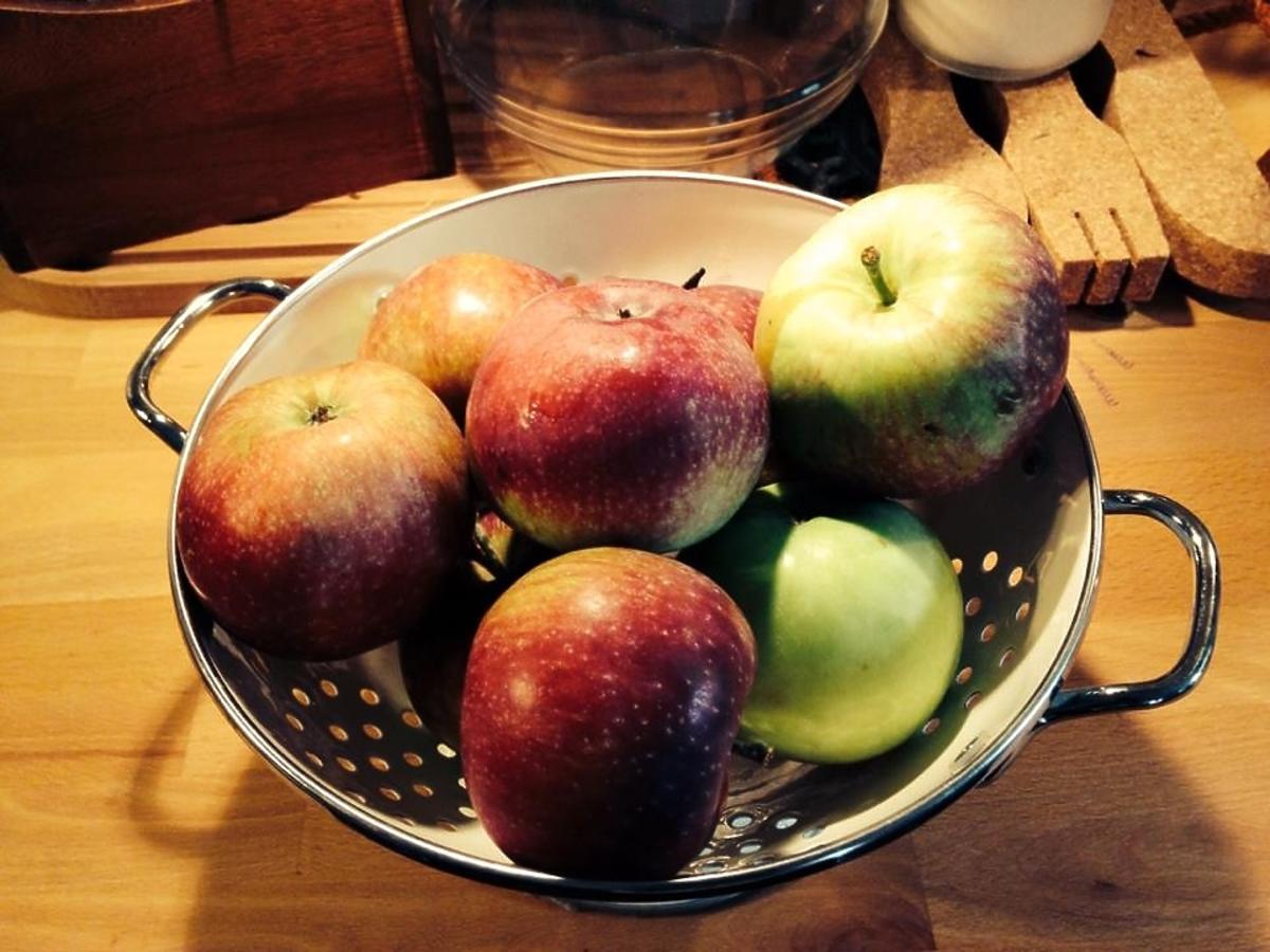 Karolina Korwin Piotrowska zachęca do jedzenia jabłek
