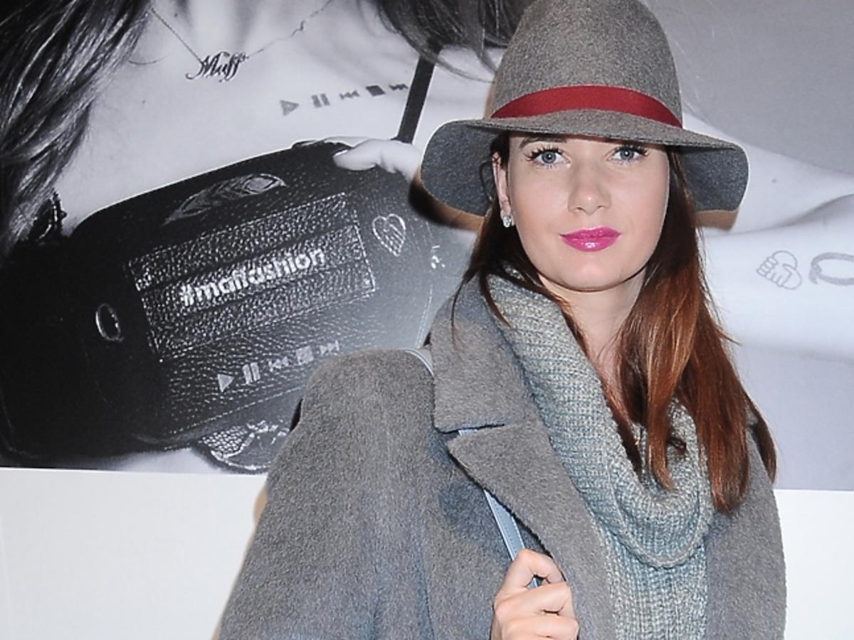 Karolina Malinowska w kapeluszu