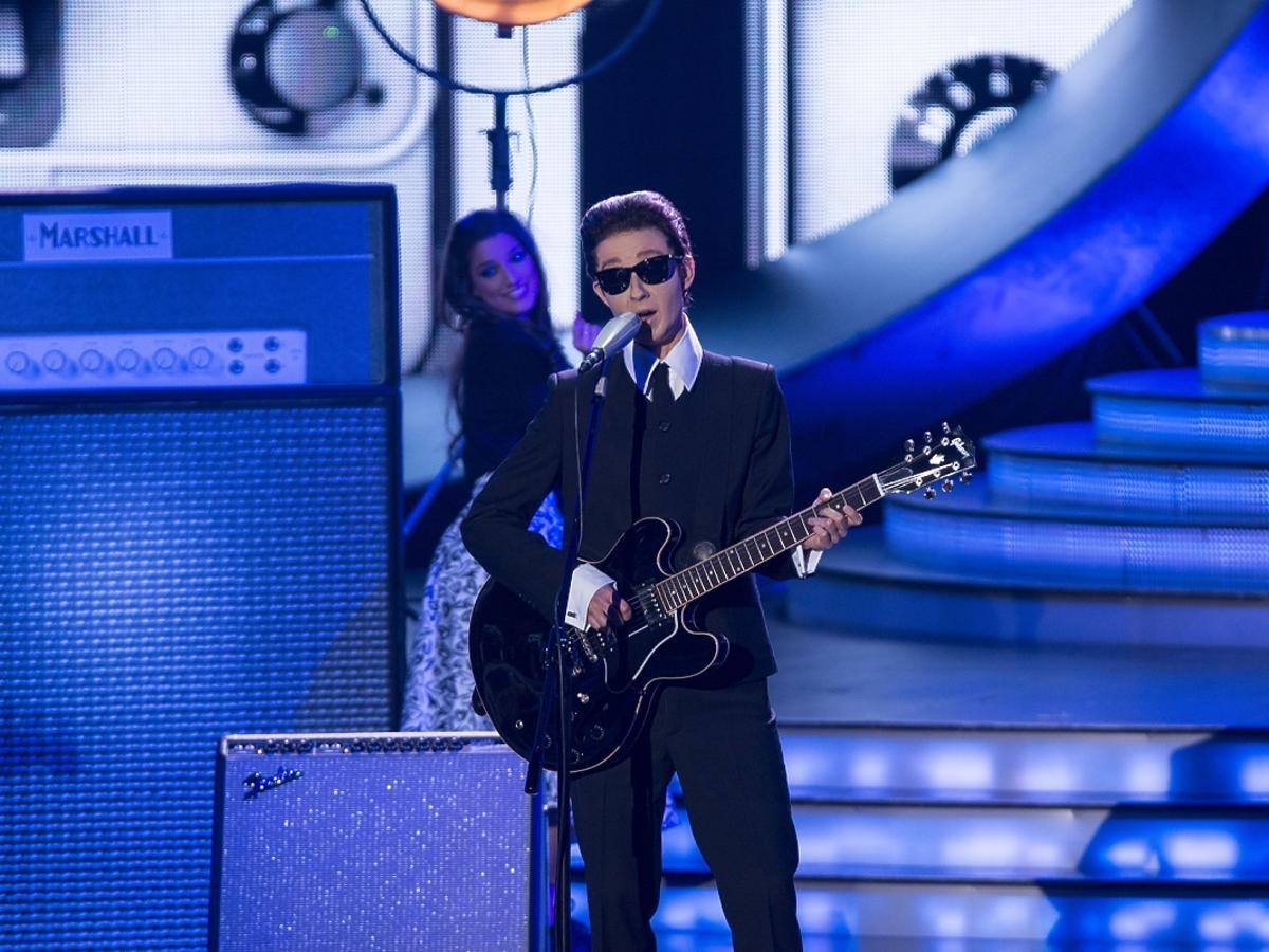 Kasia Ankudowicz jako Roy Orbison w Twoja Twarz Brzmi Znajomo