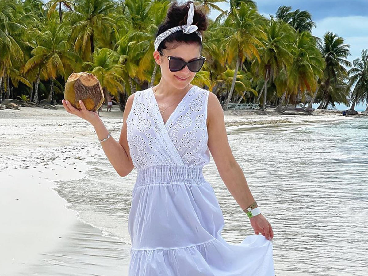Kasia Cichopek na wakacjach na Dominikanie w białej sukience