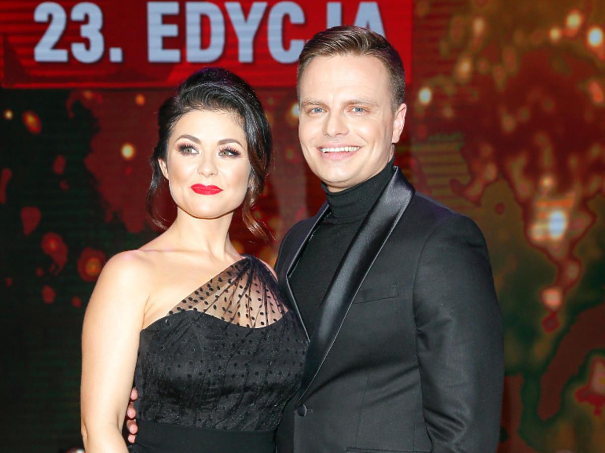 Kasia Cichopek w czarnej sukni z mężem na TeleKamerach