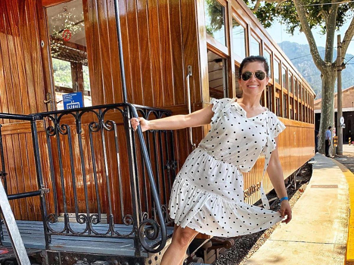 Kasia Cichopek w sukience w grochy