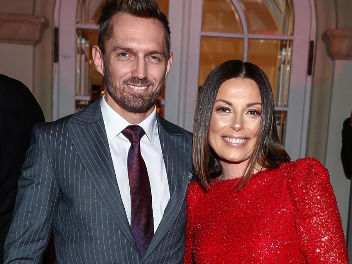 Kasia Glinka w czerwonej sukience z partnerem