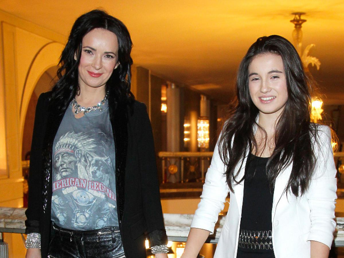 Kasia Kowalska z córką Olą w czarnych spodniach
