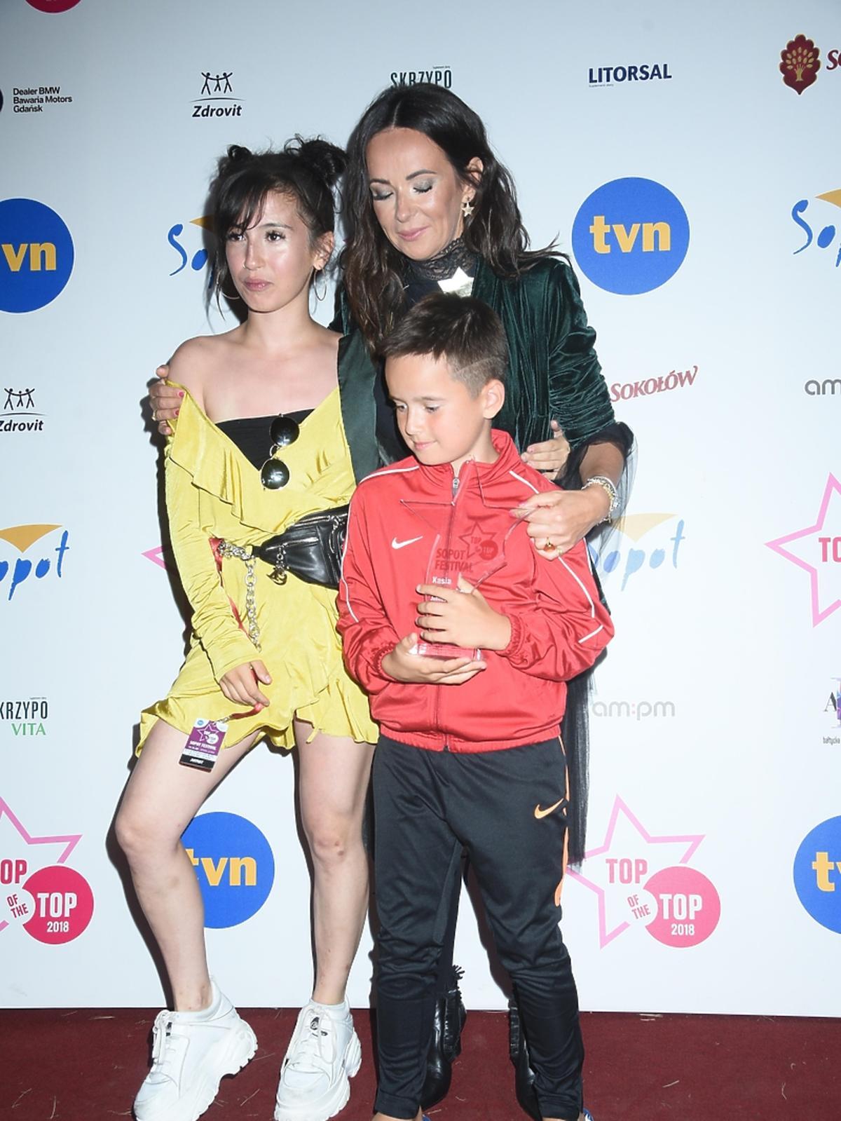Kasia Kowalska z dziećmi na Top of the Top Sopot Festival
