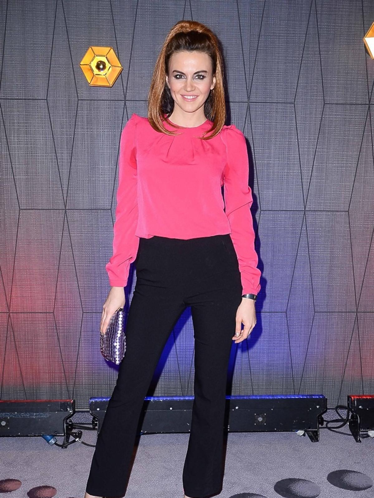 Kasia Nova w różowej bluzce