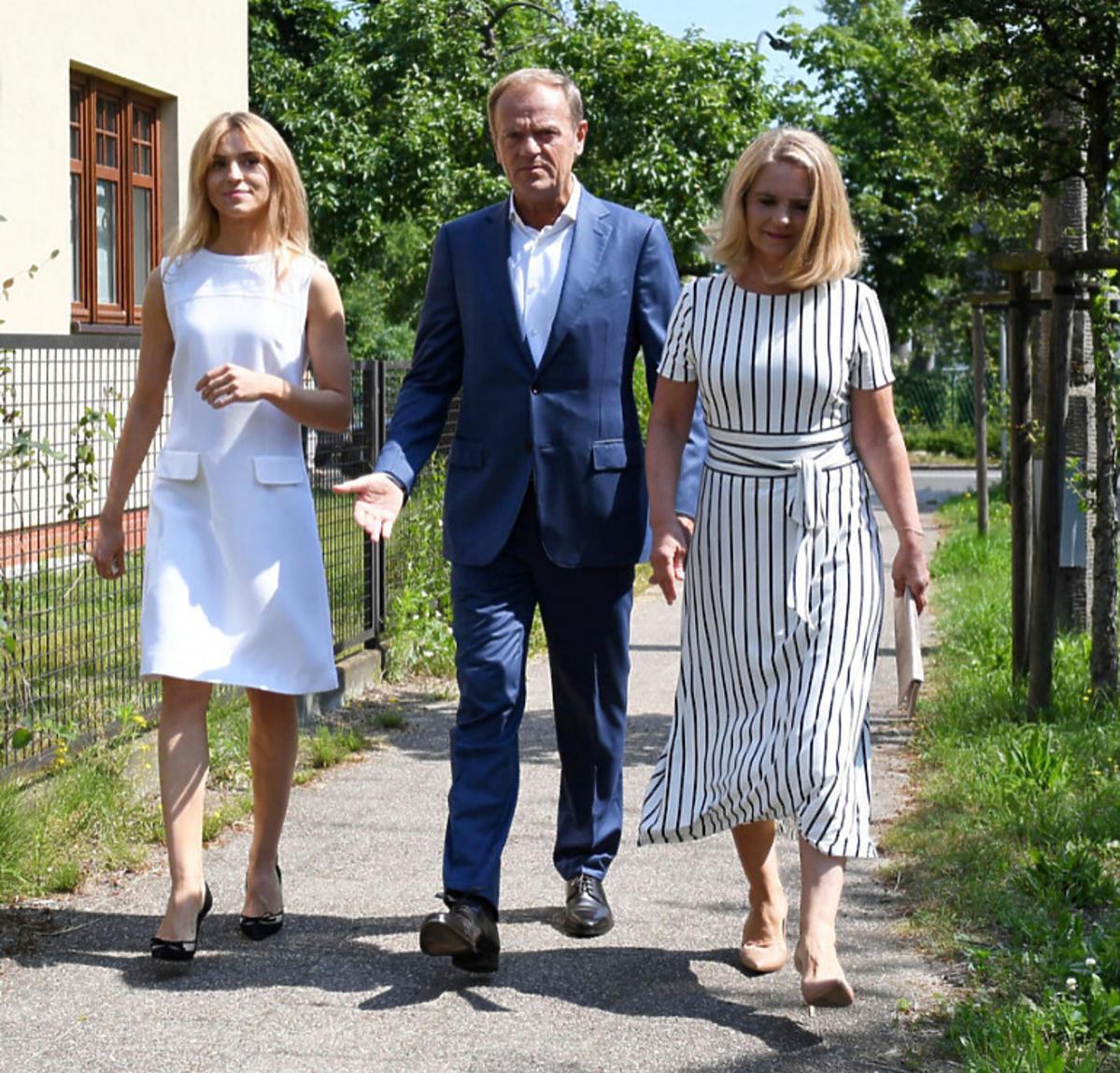 Kasia Tusk na wyborach w białej sukience