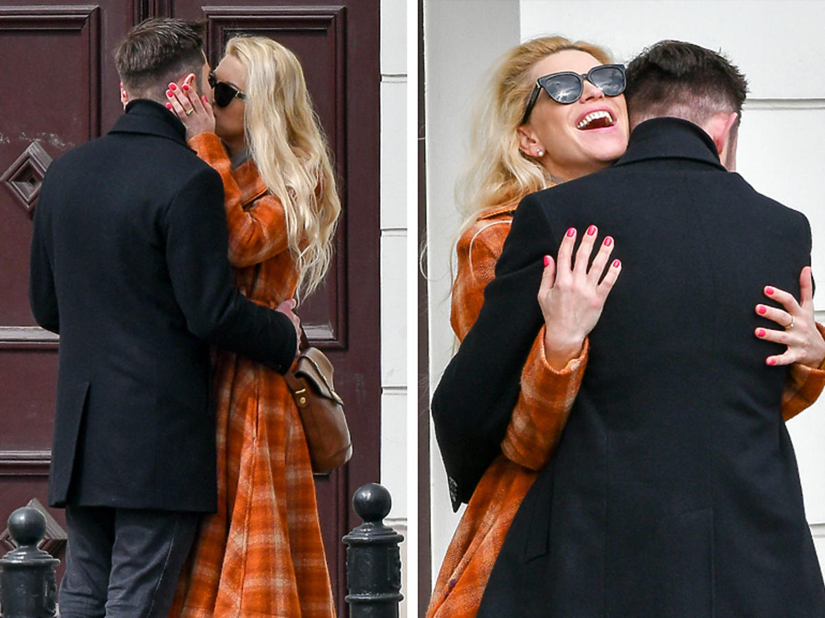 Katarzyna Bonda i Remigiusz Mróz całują się na ulicy