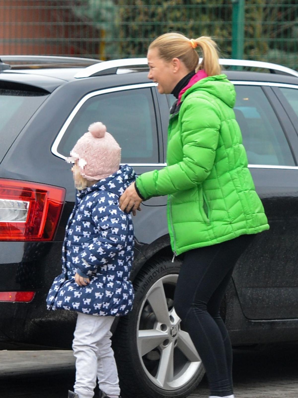 Katarzyna Bujakiewicz w zielonej kurtce