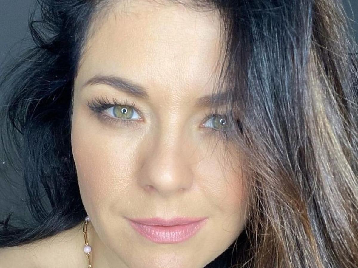 Katarzyna Cichopek uśmiecha się