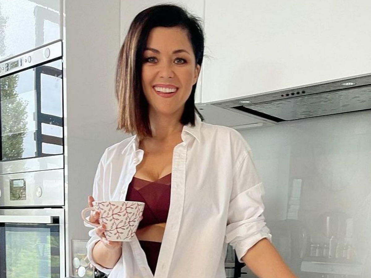 Katarzyna Cichopek w bieliźnie w kuchni