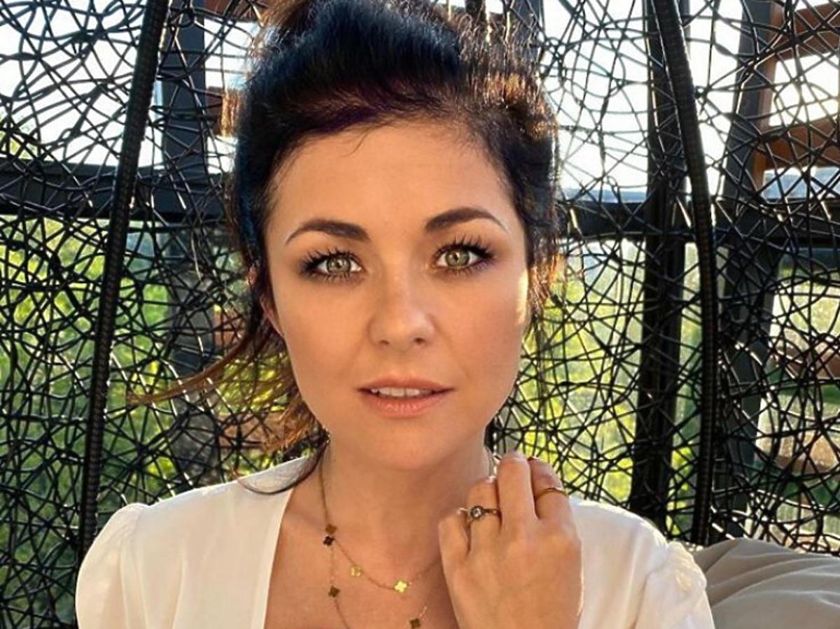 Katarzyna Cichopek w jasnej koszulce